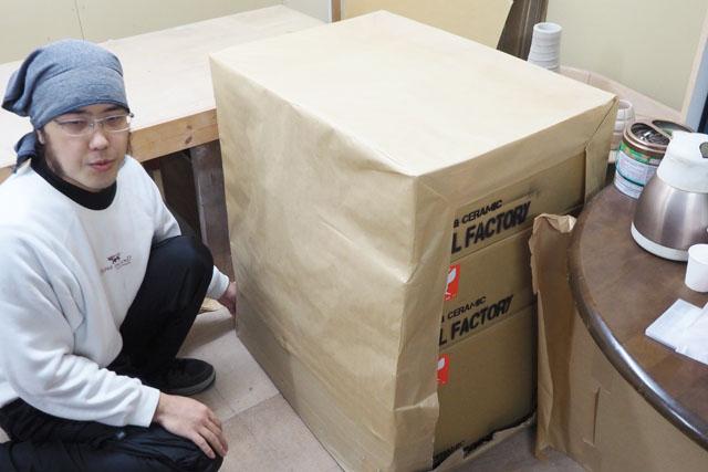 こちらの箱に収められた、総重量33kgの超大作