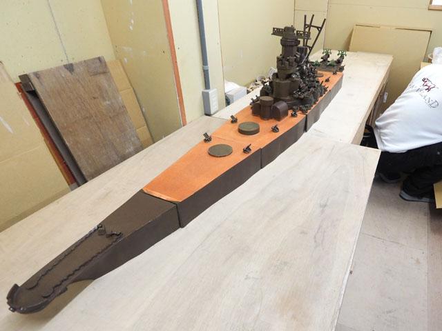 5分割された艦体が一つになる。総全長は2m50cmと、実物の約1/100スケール