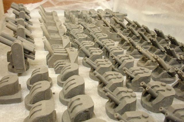 パーツ数も、これまでの戦車とは比較にならないほど多い。なので機銃などは個別に焼成して、その後に先ほど紹介した接着剤でくっつけているらしい(写真は粘土時の様子)