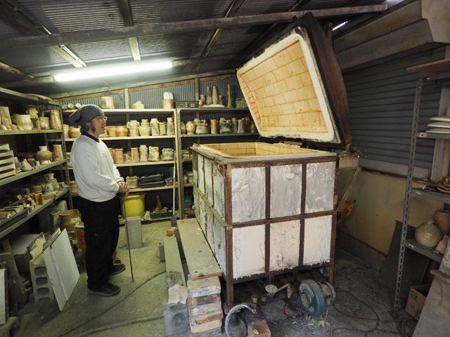 離れにある窯は、一見すると玉手箱のようである。ここで数々の作品が生み出されているのだ