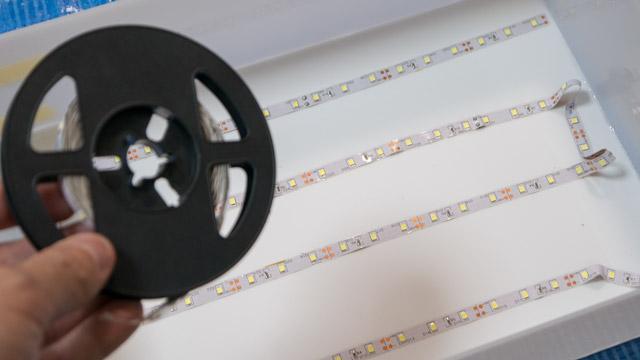 車などを装飾するのに使われるLEDテープ