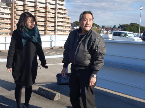 事前に電話でやりとりをしてくれたのは代表の木村さん(左はバルーンが飛ばせるとあってニッコニコの筆者です)