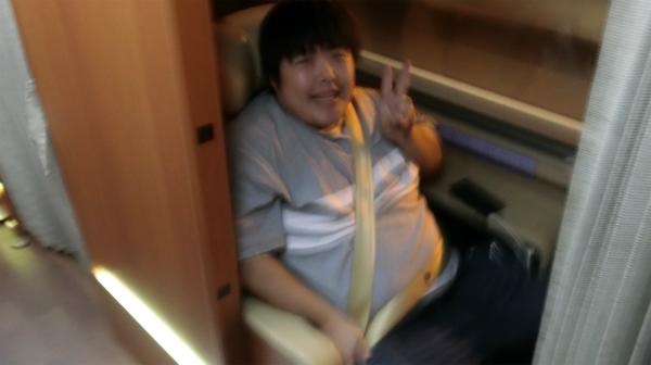 乗車記念に撮ってもらった。バスでの撮影の難しさを物語る一枚。(ゆれてぶれやすい。)