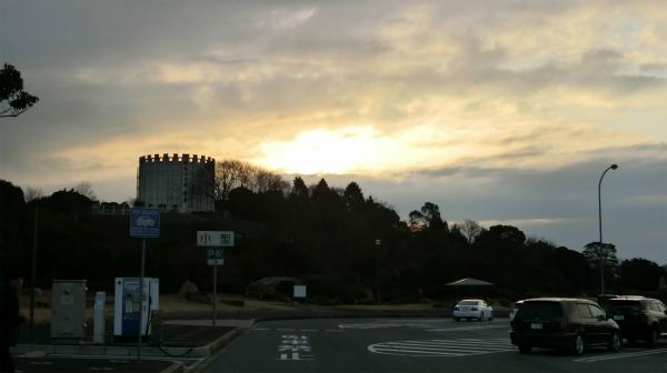 佐波川サービスエリアの朝焼けを10分ほど見てから車内に戻った。