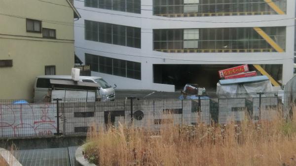 博多市内に入り、屋台を見ると(福岡県に来たんだな)と感じる。駐車場に置いてあるんだ。