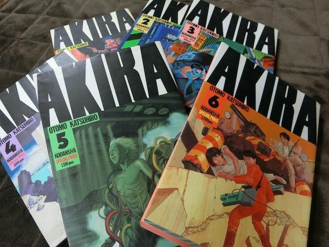 「アキラ」とは物語に登場するえらい力を持った超能力少年。彼の力によって東京は一度、崩壊する。
