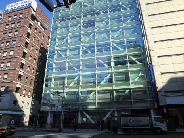 最新のビルのデザインです、と言われたら僕だったら納得する