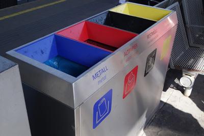 4つがくっついたゴミ箱