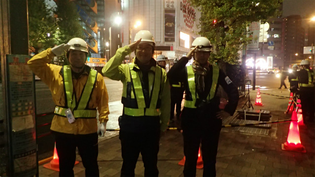 左から、デイリーポータルZライターの松本さん、ぼく、伊藤さん