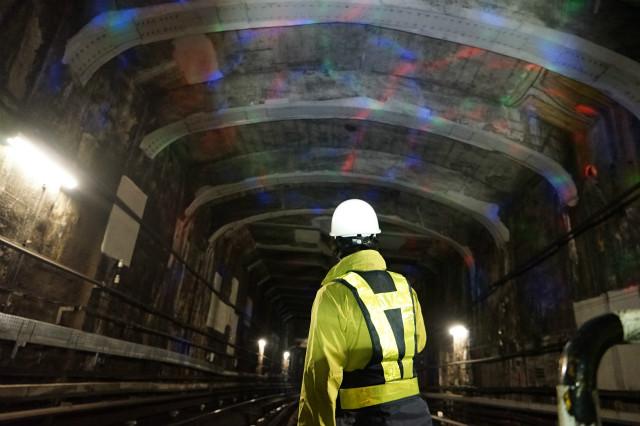 トンネルの天井ぐらい高くなるとキラキラも弱くなるな