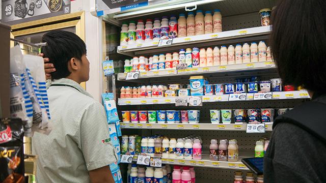 ちょっと悩んだ末に選んでくれたのは乳酸菌飲料。