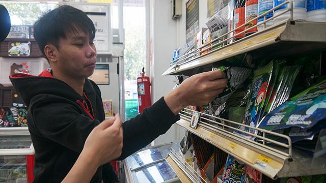 海苔コーナー。タイのコンビニやスーパーでは海苔が幅をきかせているのだ。