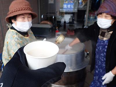 こちらは酒粕の甘酒。ものすごい寒い日だったので生き返る。
