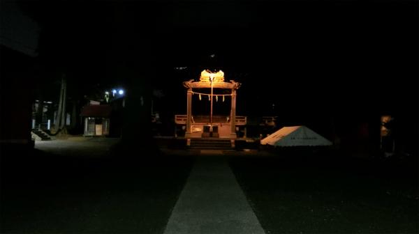 誰もいない神社が怖すぎて帰った。鼻歌の音量をあげながら。