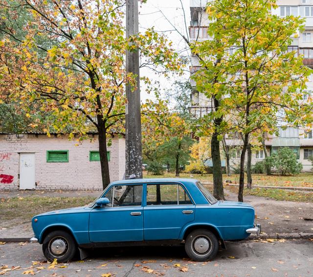 これすてきだった。免許も持っておらず、車に興味はないがこれはすごくいいな、と思った。形はもちろん、色がいい。
