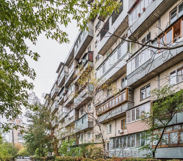 キエフの団地のベランダは、住民によってサンルーム化していました。