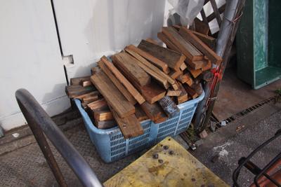 燻製用の薪?