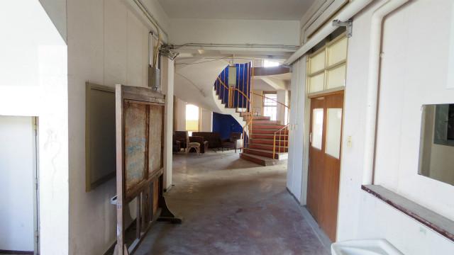 当時玄関として使われていた入り口から中心の螺旋階段がみえる