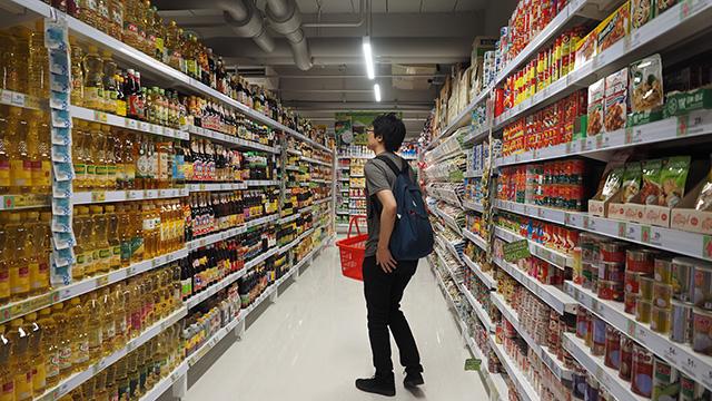 それにしてもタイのスーパーの調味料&タレコーナーは膨大なストックだった。