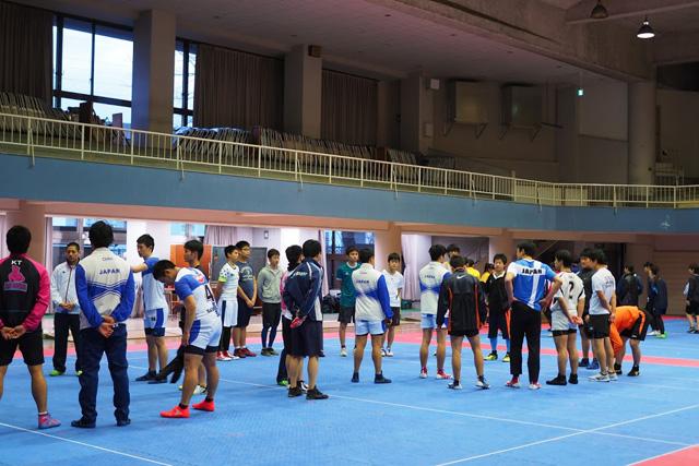 体験会では日本代表や経験者の方に直接教えてもらえる。