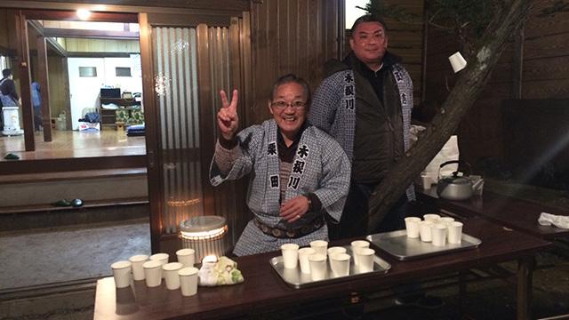 年末年始に各地の神社などで振る舞われた甘酒しらべ。意外とアルコールが入っている甘酒があることが判明。配ってる人たちも楽しそうです。(安藤)