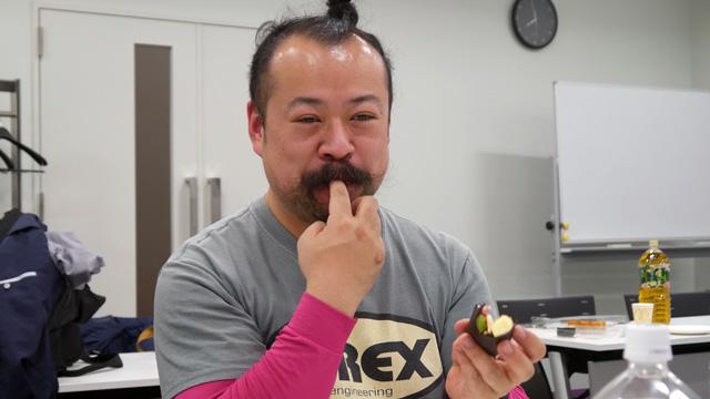 後半、恵方巻き文化をたたえていたのはケーキの甘さにテンションあがった宮城さんです