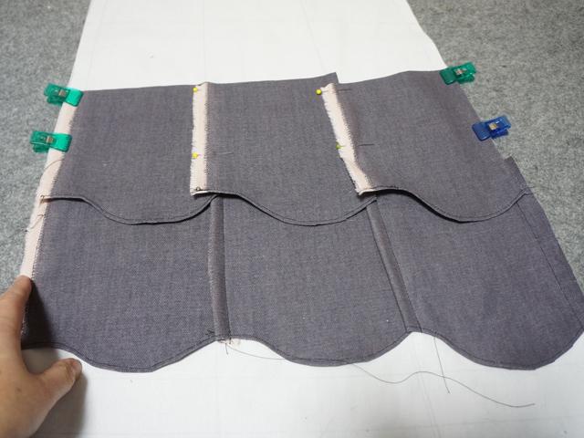 地の白布にやっと縫いつける段階。