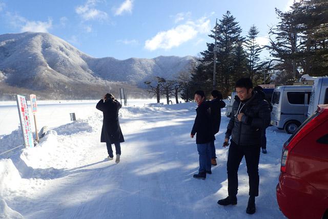 本当に湖が凍っているぞとテンションが上がる、それいけ!ズッコケ七人組(多いな)。