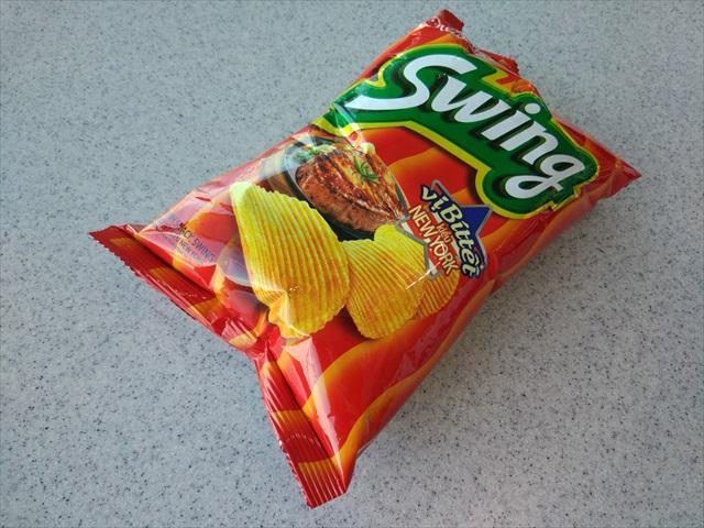 あれはBBQ味のポテトチップスだった(写真はベトナムで買ったやつ)。
