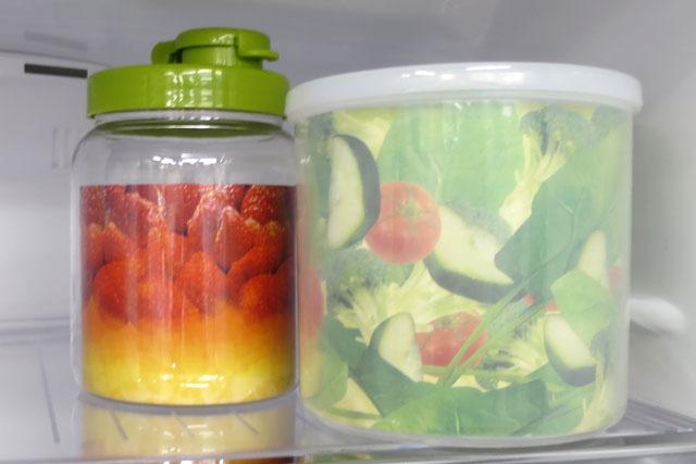 食品サンプルとは趣の違った、独自の世界がそこにある。これは本物の容器を使いつつ、中に写真を入れてリアル感を演出するパターン