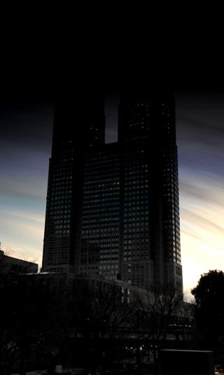 上が夜になってる東京都庁