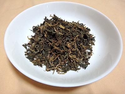お茶の葉?