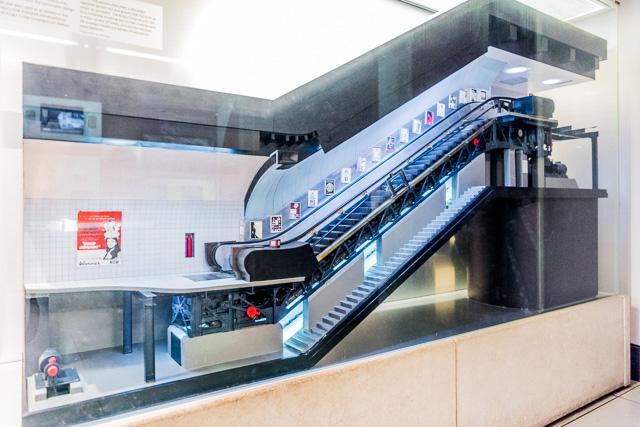 そういえば、ロンドンの交通博物館には地下鉄のエスカレーターについての充実した解説展示があった。たぶん地下鉄にとってエスカレーターっていうのはとても重要で、かつ象徴的な装置なんだろうな、と思った。