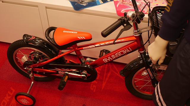 もちろんやるというレベルの自転車。靴モチーフの自転車だ