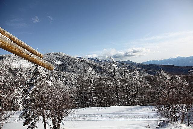 展望台に登ると、南八ヶ岳の山並が見えた。