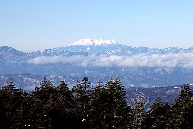 特徴的な独立峰の御嶽山。