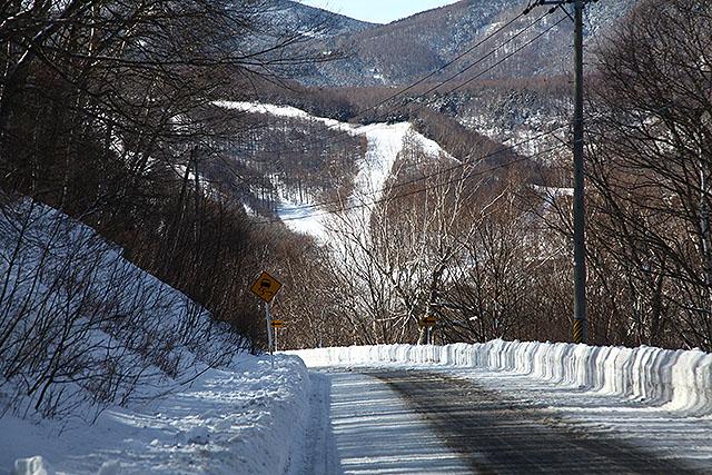 スキー場まで1kmくらい。