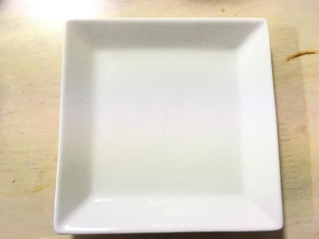 白いお皿を購入しました。