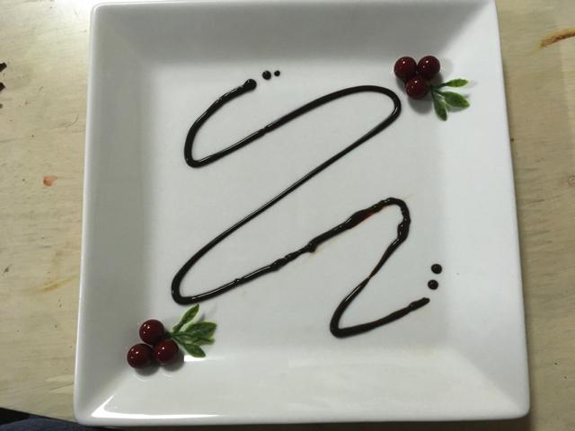 おとなしく茶色い樹脂でやりなおし。造花に実っていた実もを添えま した。それっぽいぞ!
