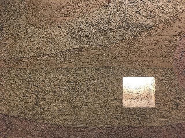 この凹みに正方形のブロックをおさめたいことに異論はあるまい