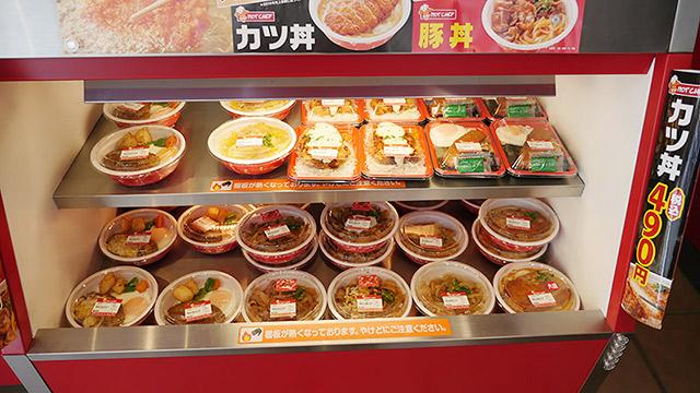 各店舗で作っている温かいお弁当もあります!