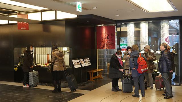 京都駅八条口にある近鉄名店街みやこみちにそばと丼の店『もり平』がある