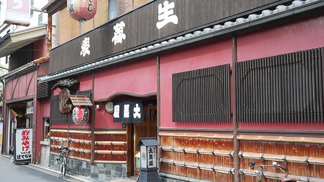 公演会場の元立誠小学校の近くにある大黒屋さん。老舗のそば屋である