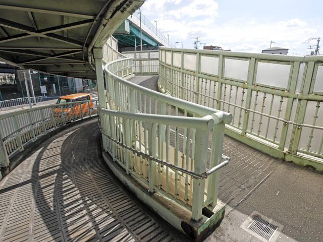 ここがスイッチバックのポイント。私は列車ではないので、体を180度回転させてヘアピンカーブを曲がる