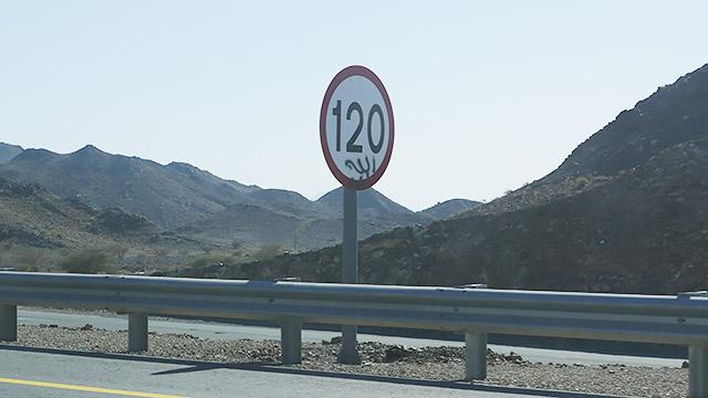 スピードは120キロ