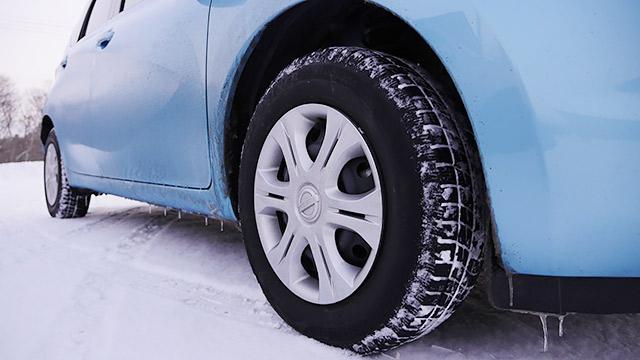 車に氷柱ができていた!