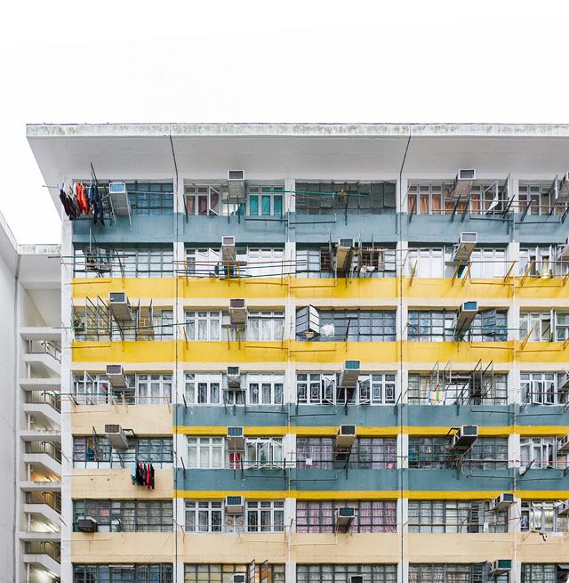 この意欲的な色づかいにぐっとくる。香港ではよくあること。日本でこれと張れるのは武庫川団地(別名レインボー団地)ぐらいか。