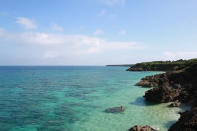 観光客も遠のく真冬の沖縄の海。ここでは夜な夜な、人知れず不思議な現象が起きている。