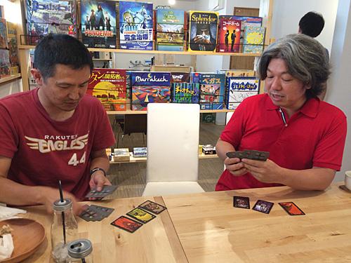 表情でカードを読み合うから『ポーカー』なんですかね。。