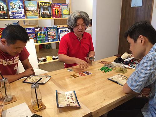 仕切りは全部住中さん達がやってくれるので、私はカードを出すだけで遊べるHPAS(ヒューマンパワーオートメーションシステム)。